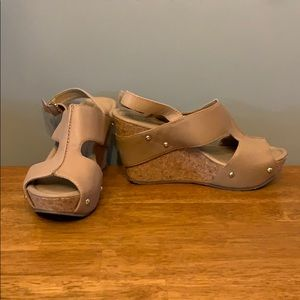 Kenneth Cole Reaction 6.5M Nude Wedges